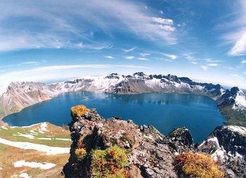 Северная и Южная Корея объединились для исследований активного вулкана Пэктусан. Фото с de.academic.ru