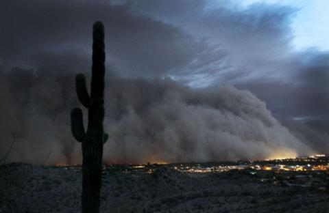 Невиданная песчаная буря обрушилась на штат Аризону. Фото с aboluowang.com