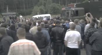 В Гродненской области Белоруссии на границе с Польшей более сотни водители перекрыли трассу до пограничного перехода