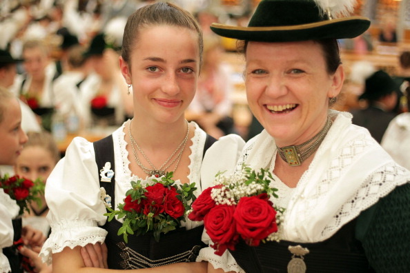 В Германии прошел конкурс баварского народного танца. Фото: Johannes Simon/Getty Images