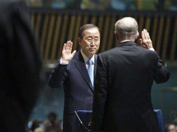 Пан Ги Мун дает присягу перед Генеральной Ассамблеей ООН. Фото с сайта stuttgarter-nachrichten.de