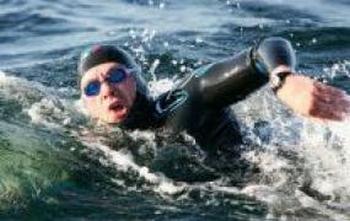 Литовский спортсмен Видмантас Урбонас успешно переплыл Байкал. Фото с alkas.lt