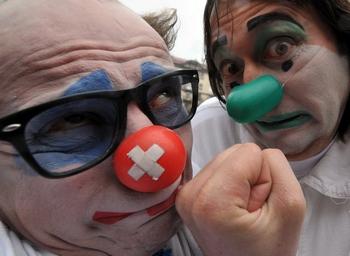 День смеха  празднуется не только в России. Фото: SERGEI SUPINSKY/AFP/Getty Images