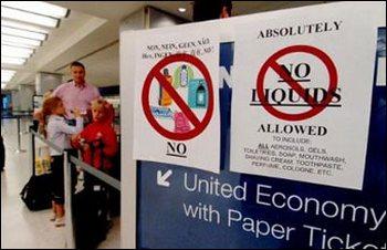 Страны ЕС снимают запрет перевоза жидкостей в ручной клади в самолетах. Фото с amarant-tour.ru