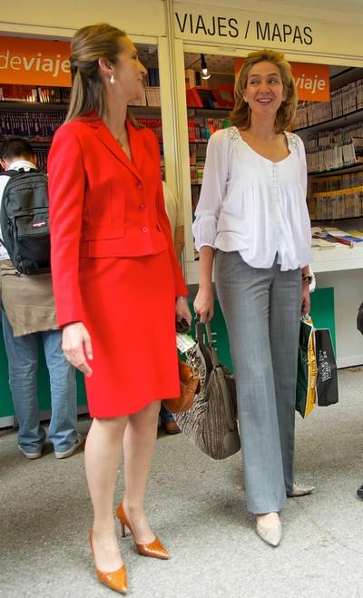 Принцесса  Испании Елена приняла участие в открытии мадридской книжной ярмарки. Фото: Carlos Alvarez/Getty Images