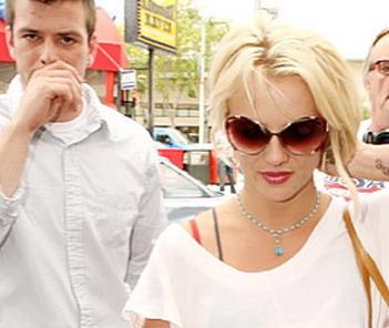 Фернандо Флорес и Бритни Спирс.Фото с сайта Дни.ру