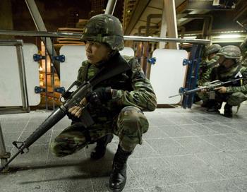 Таиландские военные взяли под контроль деловой центр Бангкока. Фото: MANPREET ROMANA/AFP/Getty Images