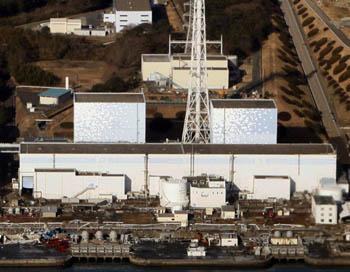 Утром 12 марта после повреждений от землетрясения на АЭС «Фукусима-1» произошел выброс радиоактивного пара и мощный взрыв. Фото: JIJI PRESS/Stringer/AFP/Getty Images News