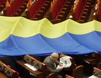 Наращивание государственного долга толкает Украину к катастрофе. Фото: SERGEI SUPINSKY/AFP/Getty Images