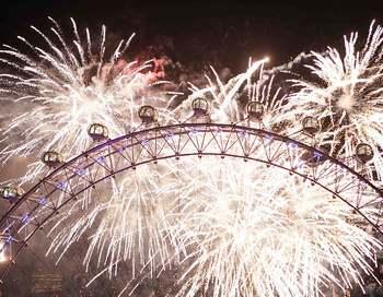 Мир празднует Новый год. Фейерверк в Лондоне. Фото: Peter Macdiarmid/Getty Images