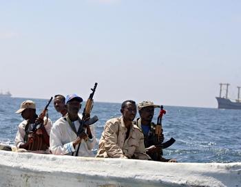 Asian Glory уже второе за несколько дней судно под британским флагом, захваченное пиратами. Фото: MOHAMED DAHIR/AFP/Getty Images