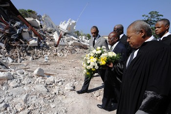 На Гаити насчитали более 200 тысяч жертв землетрясения. Фото:  THONY BELIZAIRE/AFP/Getty Images