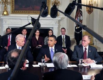 На встрече с сенаторами от демократической партии Обама пообещал оказывать