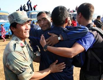 В Непале освобождают тысячи бывших детей-солдат из числа маоистских повстанцев, которые содержатся в лагерях для интернированных лиц.  Фото:  PRAKASH MATHEMA/AFP/Getty Images