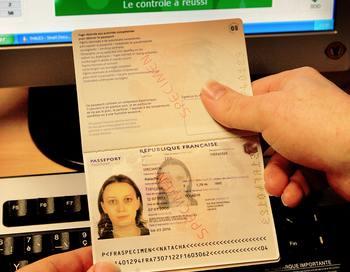 В документе подчеркивается, что новые правила установят четкую структуру с разными суммами оплаты для отдельных категорий виз. Фото: PHILIPPE HUGUEN/AFP/Getty Images