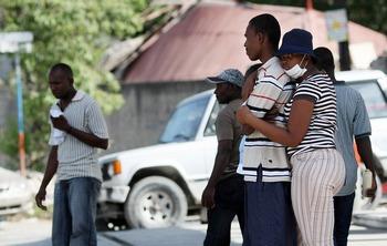 Около трех миллионов жителей Гаити лишены доступа к еде, воде и медицинской помощи. Фото:  THOMAS COEX/AFP/Getty Images