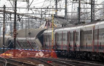Самая страшная катастрофа в истории бельгийских железных дорог. Фото:  VIRGINIE LEFOUR/AFP/Getty Images