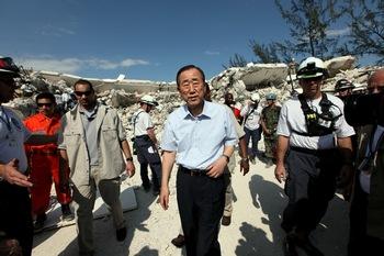 В воскресенье в Порт-о-Пренс прибыл глава ООН Пан Ги Мун. Генсек назвал землетрясение, которое произошло во вторник,