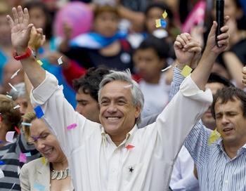Консервативный миллиардер Себастьян Пинера стал победителем второго тура президентских выборов в Чили, положив конец двадцатилетнему правлению левоцентристов. Фото:  MARTIN BERNETTI/AFP/Getty Images