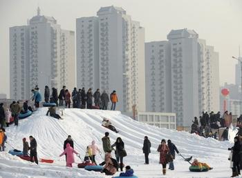 Высотные здания в Пекине слегка раскачивались. Фото:  LIU JIN/AFP/Getty Images
