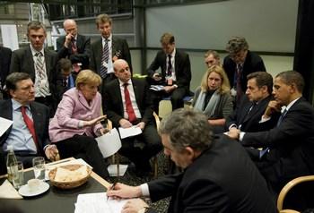 Достигнутое соглашение далеко от тех целей, о которых говорили эксперты по климатическим изменениям ООН, требовавшие ввести юридические нормы снижения выбросов СО2. Фото:  Steffen Kugler-Pool/Getty Images