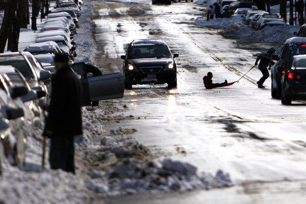 Снежный шторм прошёл на территории десятков штатов США: пять человек погибли.Фото: Spencer Platt/Getty Images