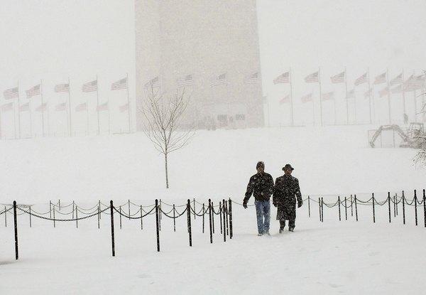 Снежный шторм прошёл на территории десятков штатов США: пять человек погибли.Фото: Фото: Win McNamee/Getty Images