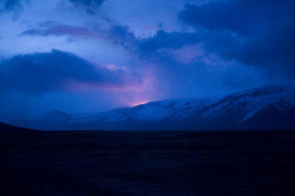 Извержение вулкана началось на юге Исландии. Фоторепортаж. Фото: OMAR TORRES/AFP/Getty Images