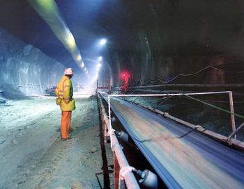 Железнодорожное сообщение через туннель под Ла-Маншем будет частично восстановлено во вторник. Фото:  ROS ORPIN-RAIL LINK ENGINEERING/AFP/Getty Images