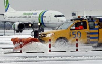 Более 80 человек погибли в результате обрушившихся на Европу снегопадов и низких температур.Фото:  MARCEL ANTONISSE/AFP/Getty Images