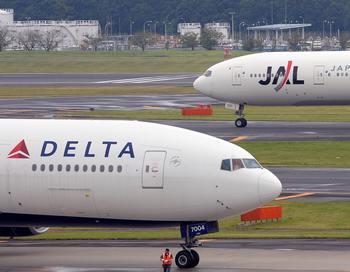 В самолете американской авиакомпании Delta произошла попытка теракта . Фото: TOSHIFUMI KITAMURA/AFP/Getty Images