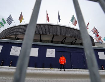 В Давосе открытие Всемирного экономического форума омрачено смертью главы полиции кантона. Фото:  FABRICE COFFRINI/AFP/Getty Images