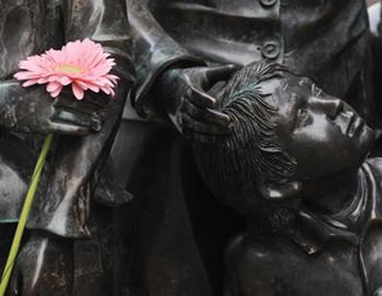 Международный день памяти жертв Холокоста отмечается сегодня. Фото:  JOHN MACDOUGALL/AFP/Getty Images