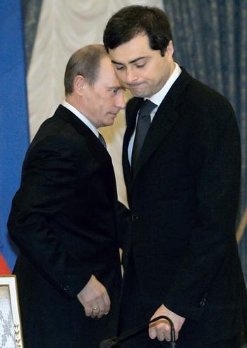 Владислав Сурков и Путин. Фото:  DMITRY ASTAKHOV/AFP/Getty Images