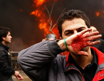 По официальным данным, во время беспорядков в Тегеране погибли по меньшей мере четыре человека. Фото: AMIR SADEGHI/AFP/Getty Images