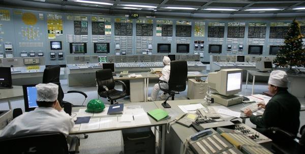Литовские власти закроют за час до полуночи 31 декабря атомную электростанцию в Висагинасе. Фото: PETRAS MALUKAS/AFP/Getty Images