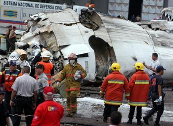 В авиакатастрофе самолета ATR-42 в Венесуэле выжили 36 человек. Фото: Orlando GOMEZ/AFP/Getty Images