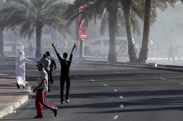 В столице  Бахрейна Манаме возобновились акции протеста, полиция вновь открыла стрельбу. Фото: John Moore/ADAM JAN/JOSEPH EID/AFP/Getty Images