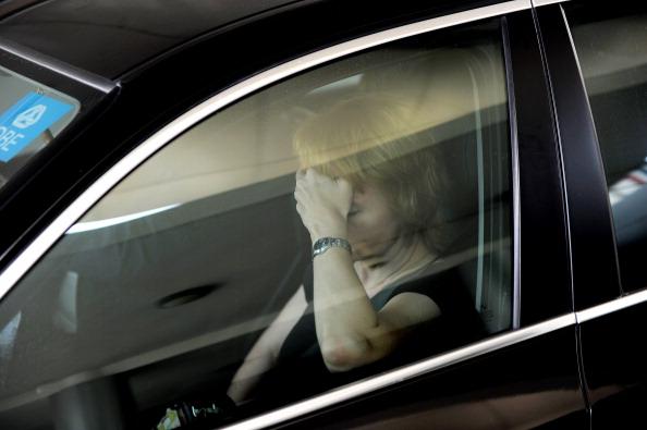 Виктор Бут экстрадирован из Таиланда в США, Алла Бут не смогла увидеть мужа. Фото: PORNCHAI KITTIWONGSAKUL/AFP/Getty Images