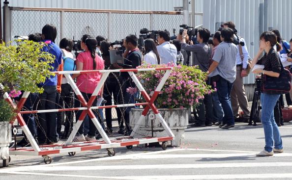 Виктор Бут экстрадирован из Таиланда в США. Фото: PORNCHAI KITTIWONGSAKUL/AFP/Getty Images