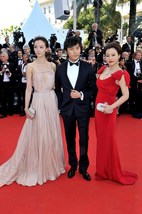 Знаменитости на красной дорожке Каннского кинофестиваля. Hao Lei; Qin Hao; Qi Xi. Фоторепортаж. Фото: Michael Buckner/Getty Images