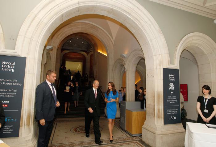 Герцогиня Кембриджская посетила фотовыставку о подготовке Лондона к Олимпийским играм-2012. Фоторепортаж. Фото: Sang Tan - WPA Pool/Getty Images