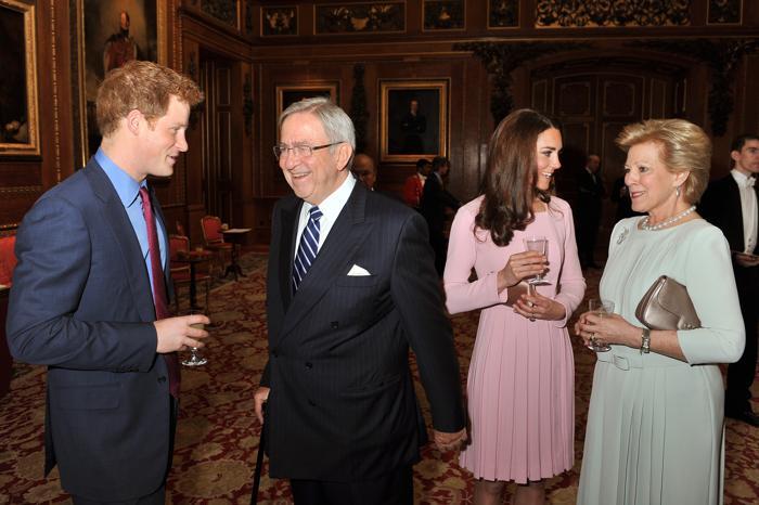 Кэтрин, герцогиня Кембриджская, и принц Гарри на обеде суверенных монархов, приглашённых королевой Елизаветой II. Фоторепортаж. Фото: John Stillwell - WPA Pool/Getty Images