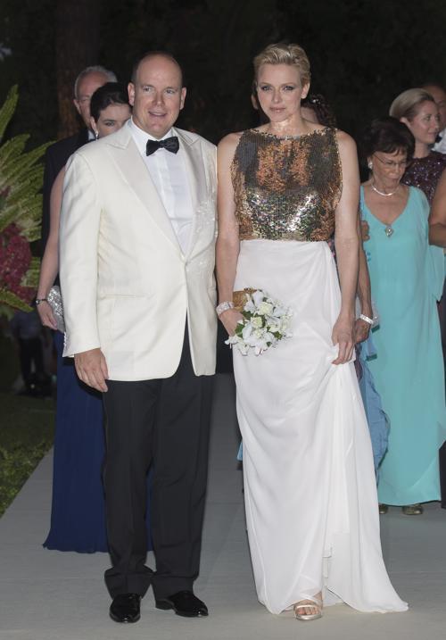 Принцесса Монако Шарлин  и принц Альберт II посетили гала-бал Красного Креста в Монте-Карло. Фоторепортаж. Фото: Didier Baverel/Getty Images