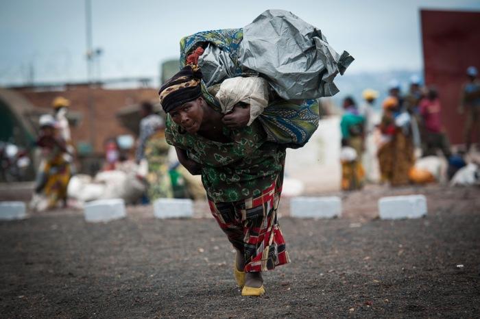 Беженцы в окрестностях города Гомы в Демократической республике Конго 18 ноября 2012 года. Фоторепортаж. Фото: PHIL MOORE/AFP/Getty Images