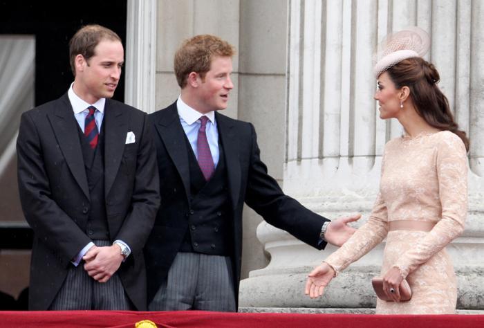 Принцы Уильям и Гарри и Екатерина, герцогиня Кембриджская, в честь празднования бриллиантового юбилея королевы Елизаветы II  на балконе Букингемского дворца. Фоторепортаж. Фото: Dan Kitwood/Getty Images