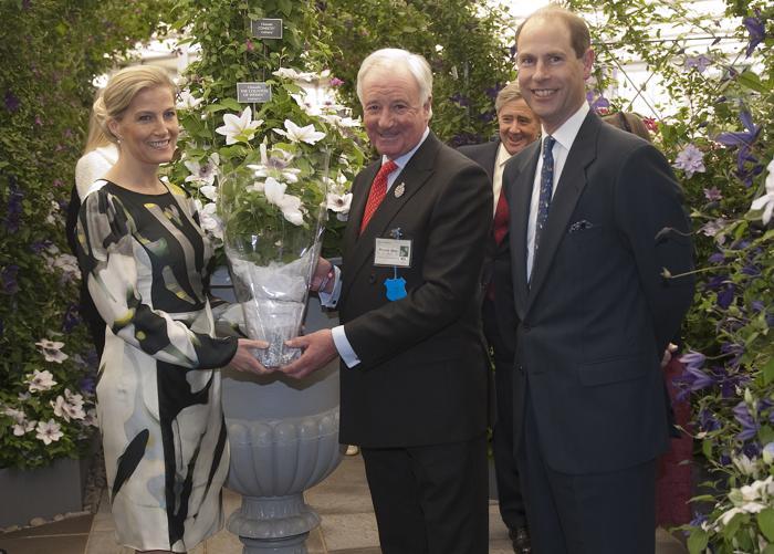 София, графиня Уэссекская, вместе с королевой Елизаветой II и другими членами  королевской семьи посетила выставку цветов в королевском госпитале Челси. Фоторепортаж. Фото: Lefteris Pitarakis - WPA Pool /Getty Images