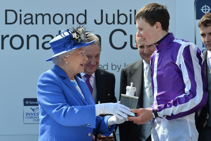 Королева Елизавета II приняла участие в юбилейном дерби. Фоторепортаж. Фото: Peter Macdiarmid/Getty Images