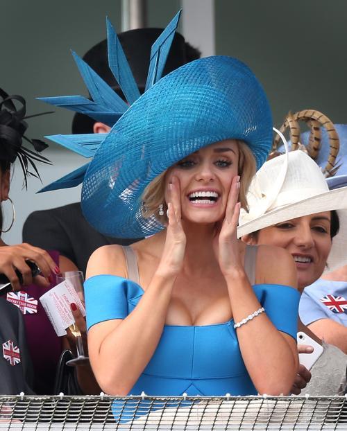 Гости на скачках в юбилейном дерби в честь юбилея правления королевы Елизаветы II. Фоторепортаж. Фото: Peter Macdiarmid/Getty Images