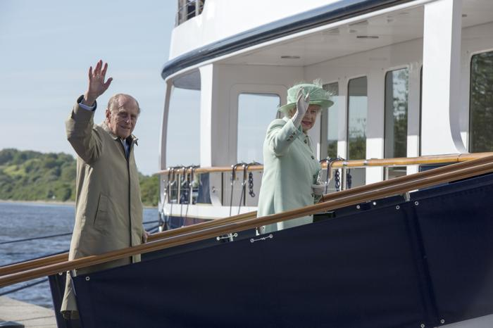 Королева Елизавета II посещает Северо-запад королевства. Элсмир Порт. Фоторепортаж. Фото: Paul Grover - WPA Pool/Getty Images